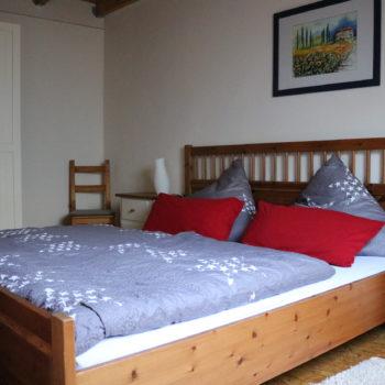 Geräumiges Doppelschlafzimmer in ruhiger Lage