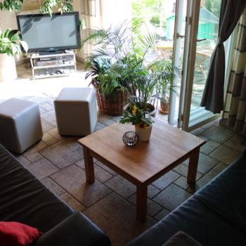 Wohnzimmer mit offenem Panoramafenster