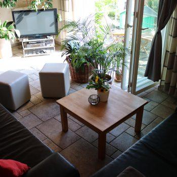 Sitzecke mit großem Panoramafenster